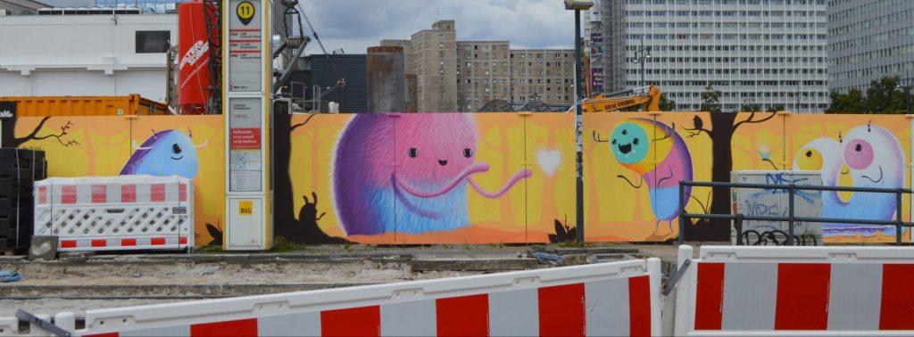 Colorful Mural by Sr. Papá Chango - Berlin Alexanderplatz - Construction site - Baustelle bekitschig.blog