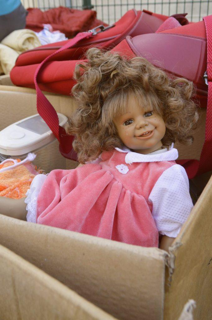 alte Puppe im Karton - old doll