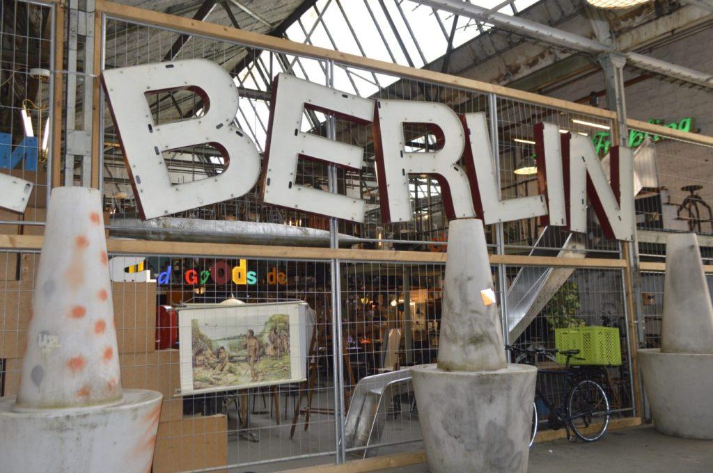 Flea Market Hall Berlin Treptow - bekitschig.blog - vintage industrial letters