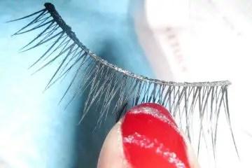 how to clean false eyelashes
