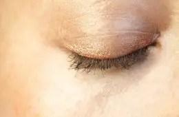 how to straighten eyelashes