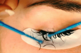 removing eyelash extensions