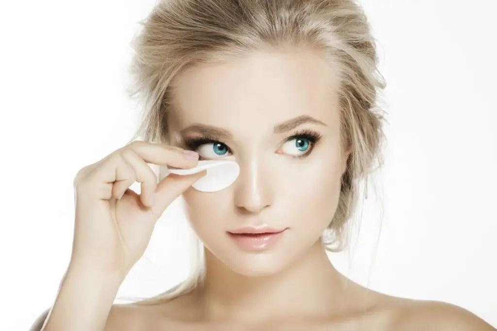 Remove Individual Eyelash Extensions at Home