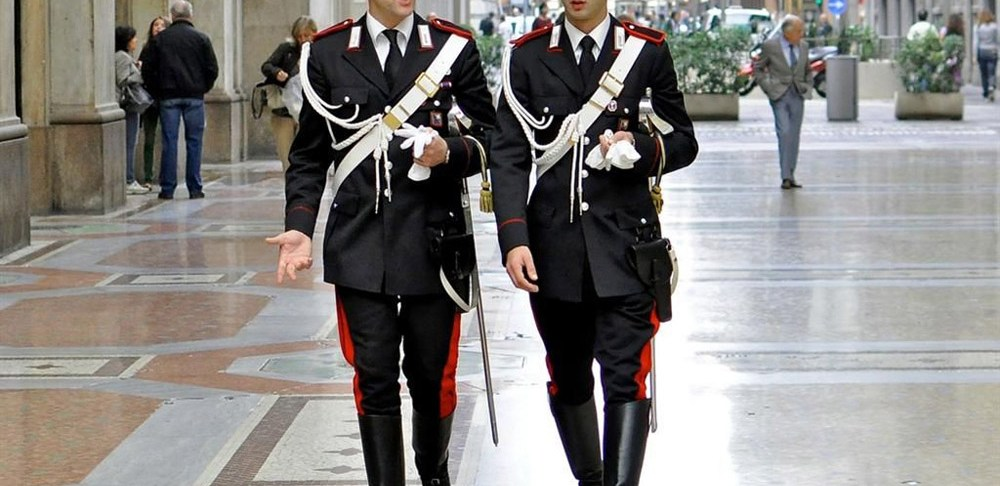 Italiaanse carabinieri in Valentino-uniform