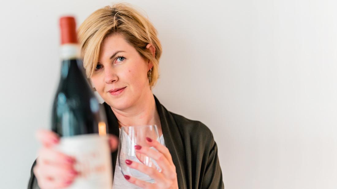 Claire met fles wijn