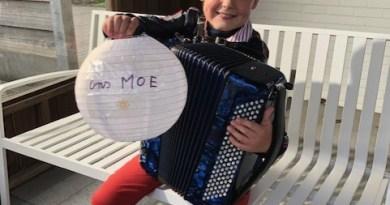 Wout speelt live accordeon tvv onze vereniging