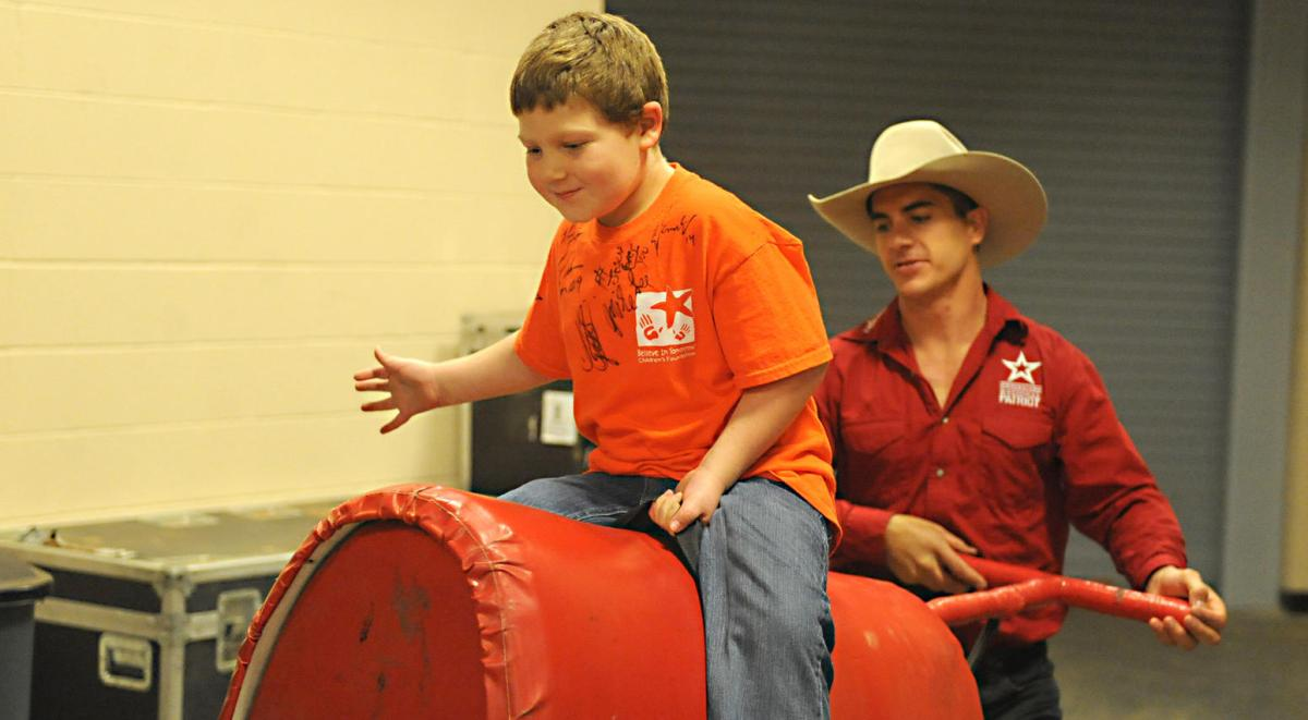 PBR_Hands on Bull Riding
