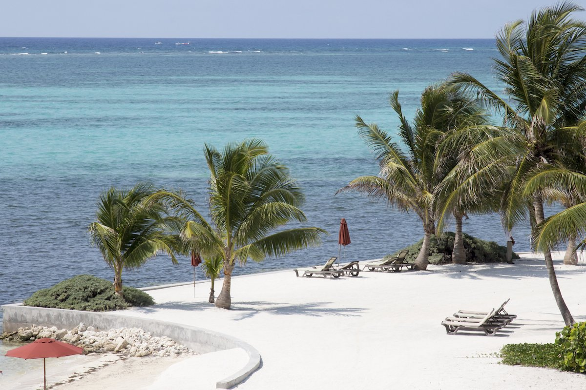 ambergris-cayes-many-white-sand-beaches