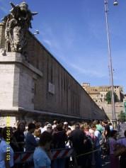 queue for Musei Vaticani (Piazza del Risorgimento)