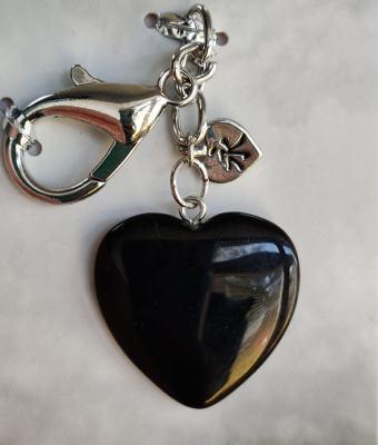Crni oniks kristal u obliku srca