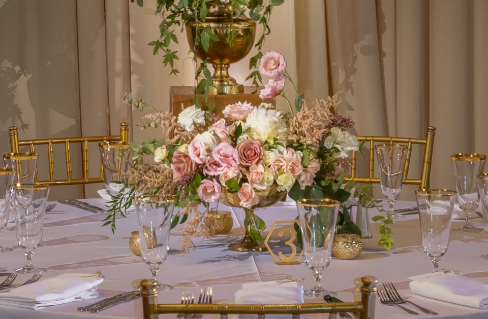 Bright and luxurious blush tones bring just enough light and romance to a clean and sophisticated table-scape.