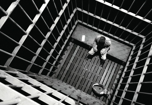 https://i0.wp.com/bellaciao.org/fr/IMG/jpg/en_prison.jpg