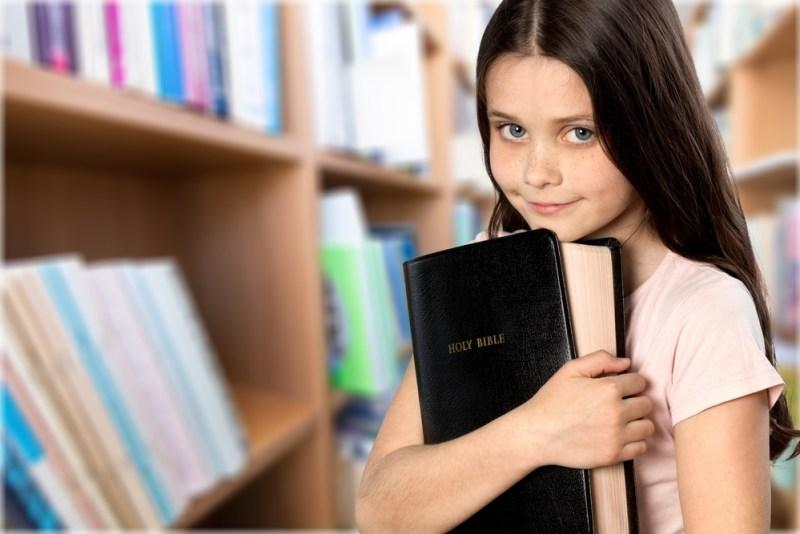 biblia könyv bestseller kislány