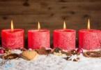 négy égő gyertya az adventi ksozorún