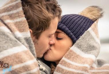 csókolodzó fiatal pár
