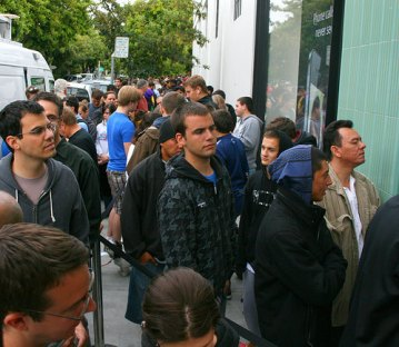 line at apple store photo