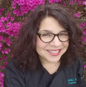 Lauren Cortesi is the owner of Bellas Desserts in the Philadelphia area, specializing in wedding cakes