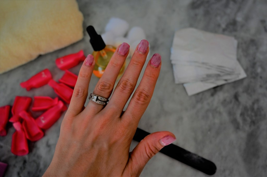 Houston lifestyle bloggers Maria Munoz of Bella Style Living shares how to remove gel nails.