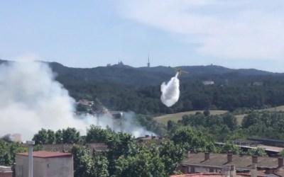 Un incendi a Cerdanyola obliga a actuar als hidroavions