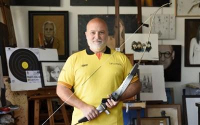 El professor de dibuix i pintura a l'EMD, Adolf Priante, sisè millor arquer d'Espanya