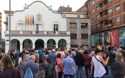 La ciutat reacciona a la detenció d'un veí acusat de rebel·lió i terrorisme