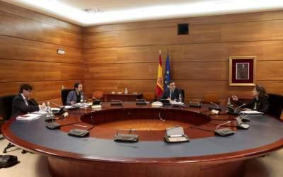 """El govern espanyol anuncia un desconfinament en 4 fases cap a una """"nova normalitat"""""""