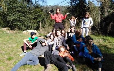 Els nois i noies del Cau treballen sobre l'escoltisme a Esponellà