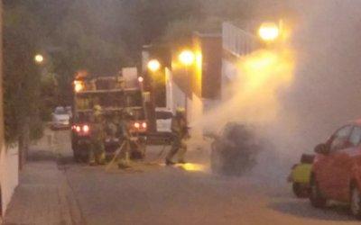 Crema un cotxe aparcat al Turó de Sant Pau de Bellaterra