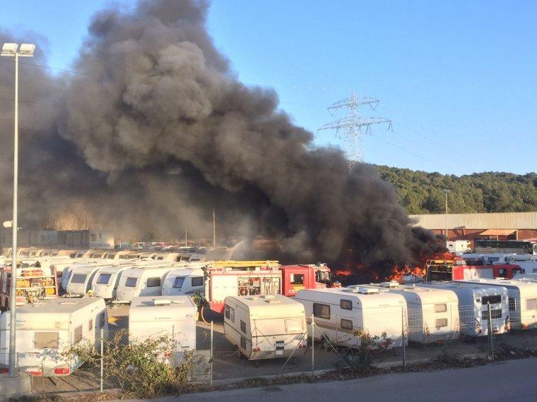 El pàrquing de caravanes cremant