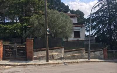 Uns okupes s'instalen a una casa del carrer Sant Pancraç