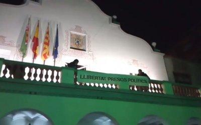 """Ciutadans demana retirar la pancarta de """"llibertat presos polítics"""" de l'Ajuntament de Cerdanyola"""