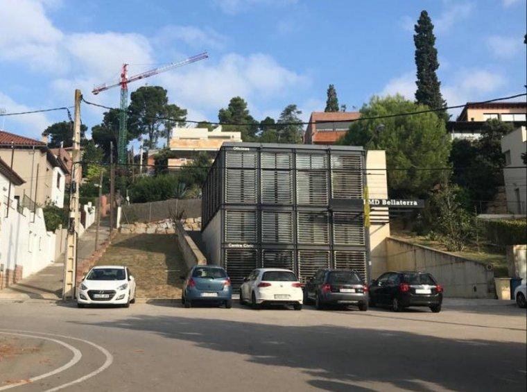 Plaça Joan Maragall amb l'edifici de l'EMD al fons | Arxiu