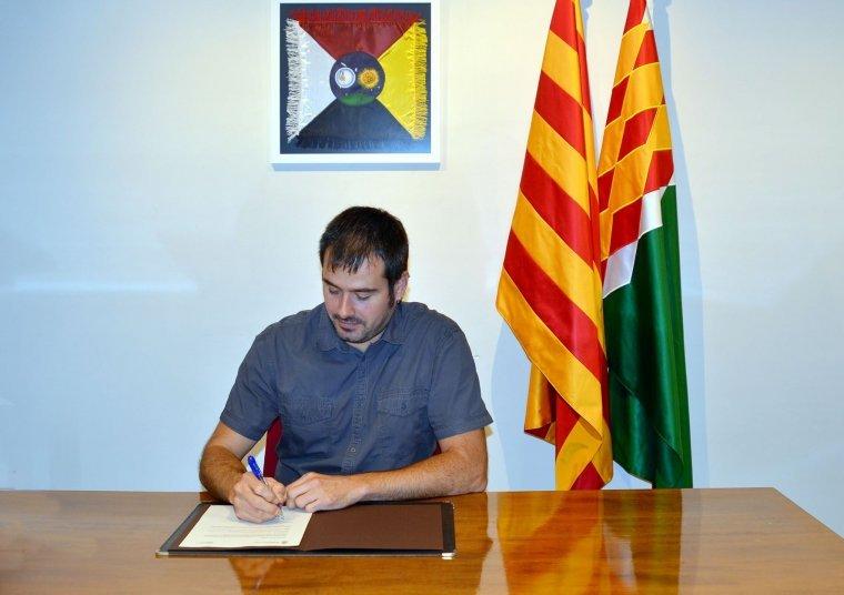 L'alcalde de Cerdanyola Carles Escolà va signar un decret en suport del referèndum