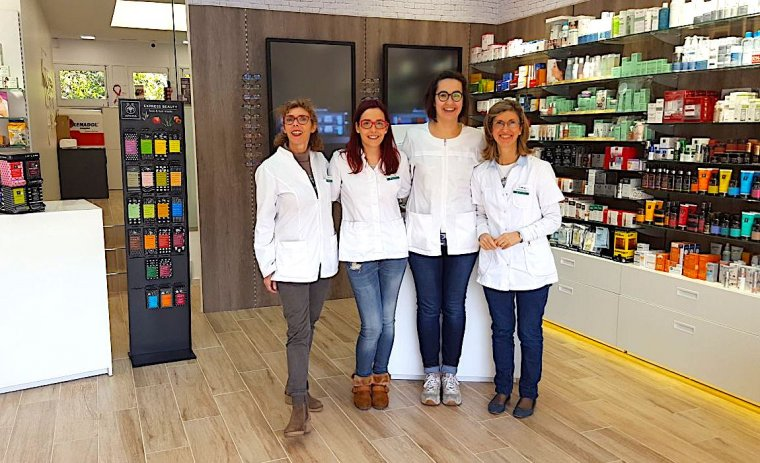 L'equip de la farmàcia Marta Caus