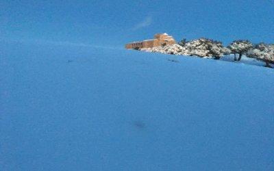 Espectaculars imatges de la nevada al cim més alt del Vallès