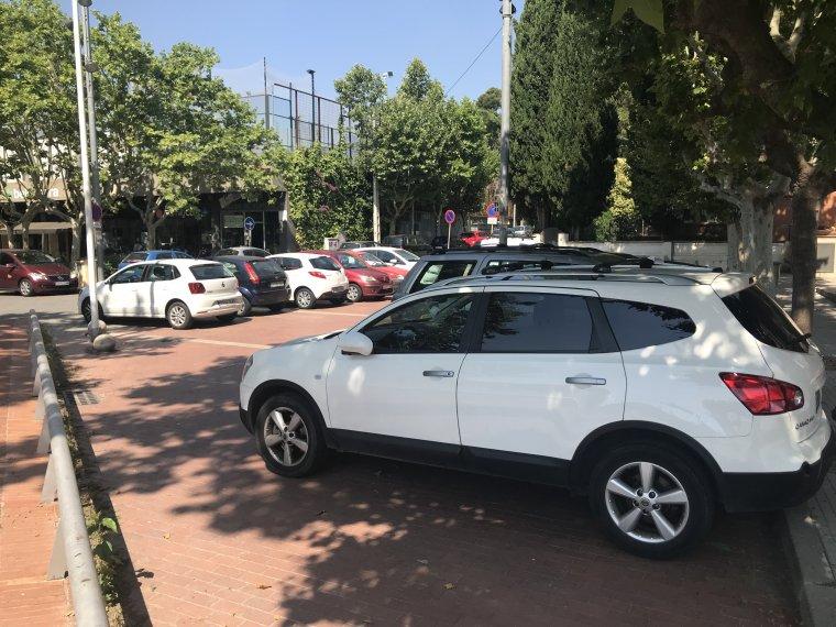 Les zones d'aparcament són fonamentals pels comerços, diu l'associació | Toni Alfaro