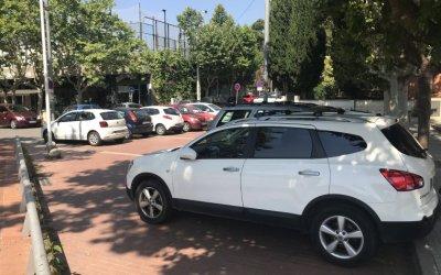 L'associació de comerciants demana no perdre aparcaments a la plaça del Pi