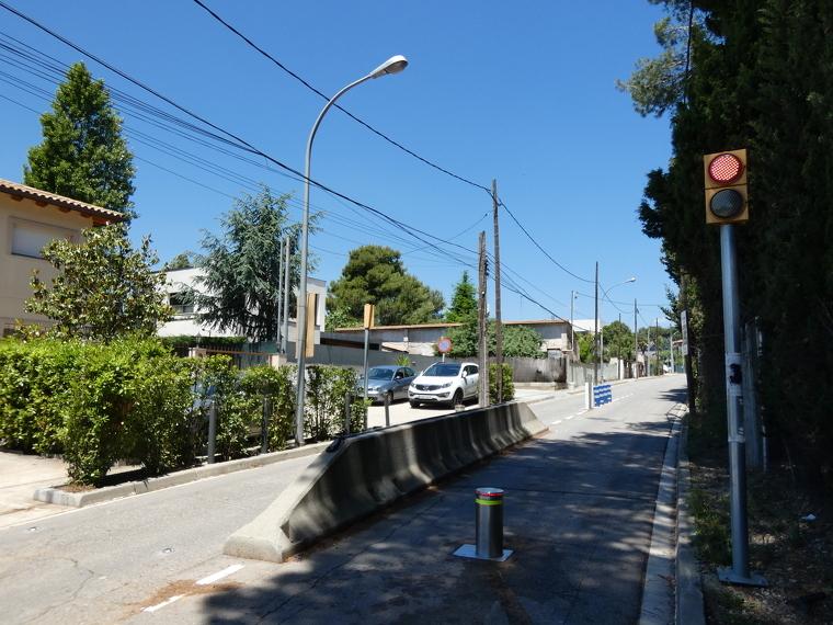 Pilones a l'entrada de Bellaterra des de Can Sant Joan | Toni Alfaro