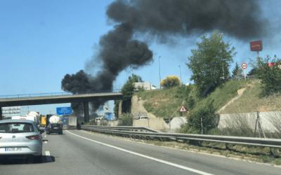 Una camioneta s'incendia entre Bellaterra i Sant Cugat