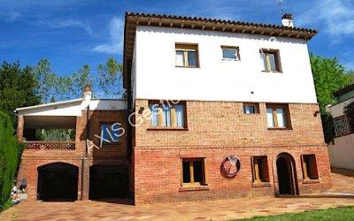 Axis ofereix una casa en venda al centre de Bellaterra