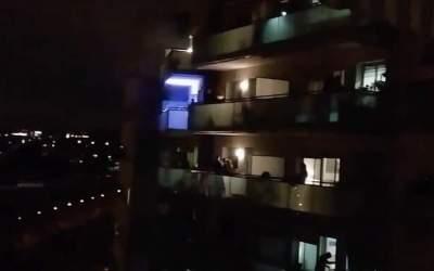 Música als balcons: així es passa el confinament a la ciutat