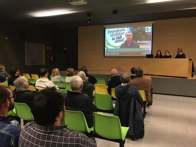 Una cinquantena de persones van assistir a l'acte sobre la dependència del CO2 dels habitants de Bellaterra