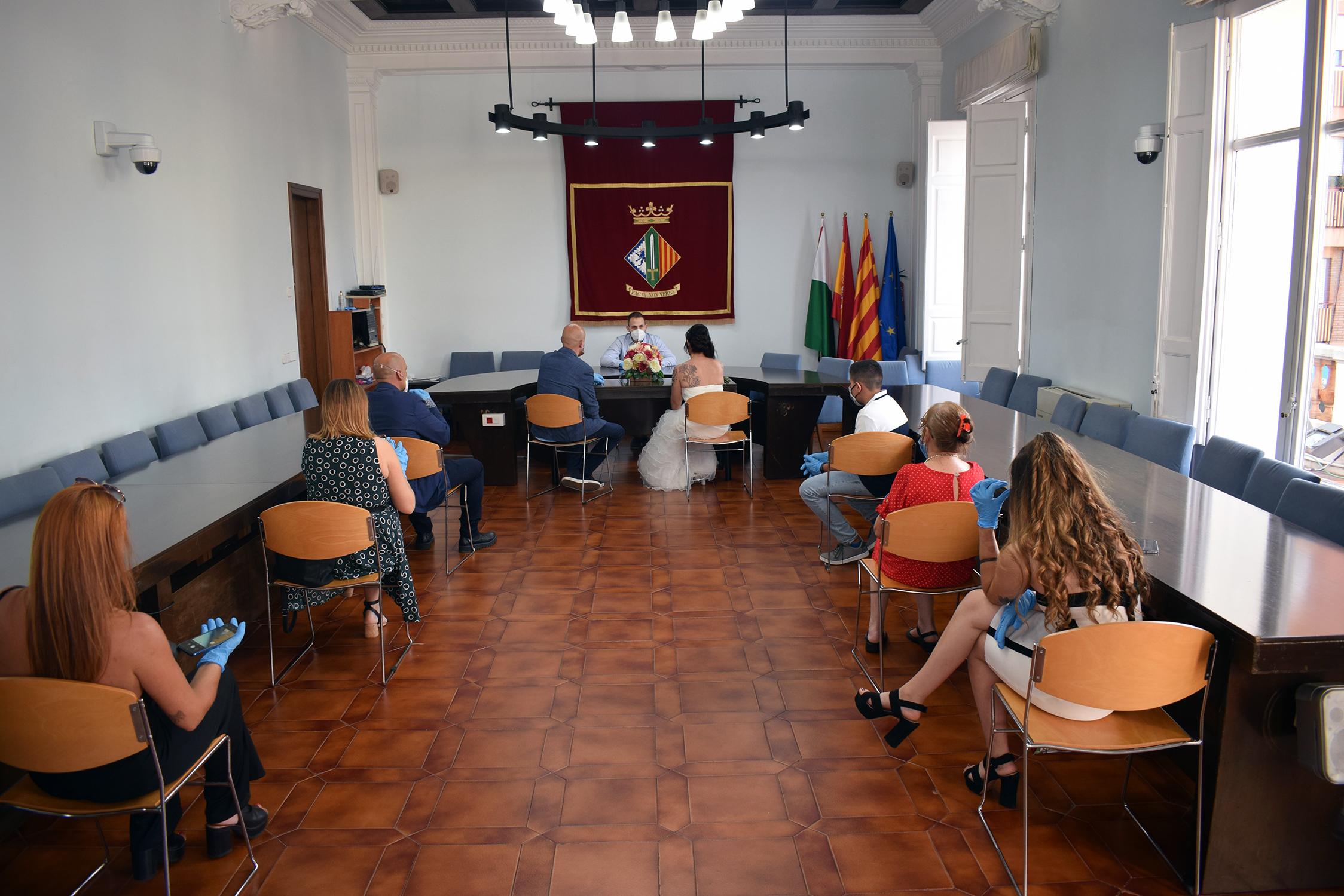 Primer casament a la sala de plens després del tancament | Ajuntament de Cerdanyola