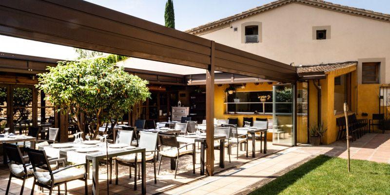 L'amplitud dels espais exteriors del restaurant permeten el distanciament social amb totes les garanties   Cedida