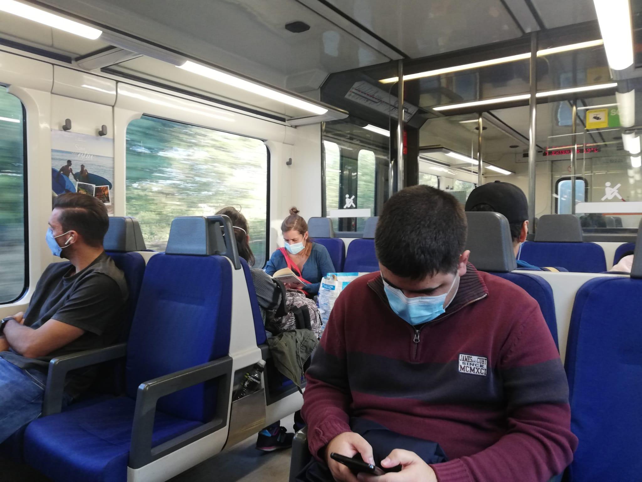 Ferrocarrils recomana evitar parlar a l'interior dels combois per evitar contagis   Toni Alfaro