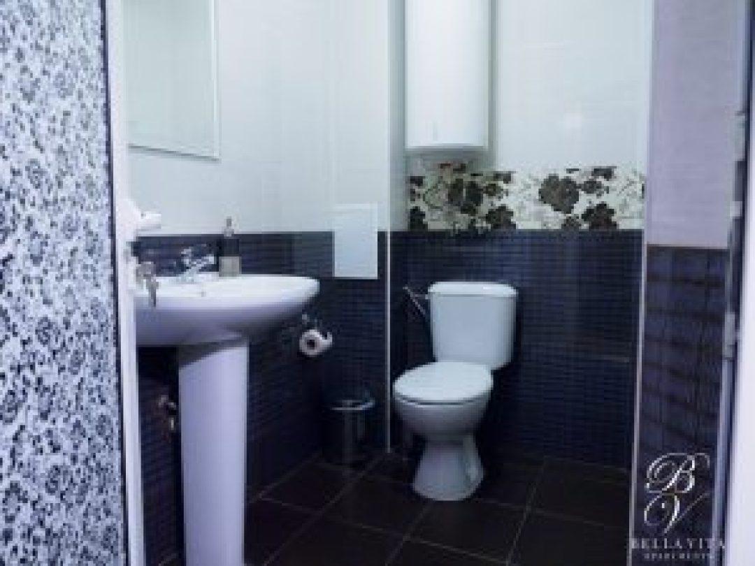 Луксозна баня в обзаведен едностаен апартамент под наем Благоевград директно от собственик буда