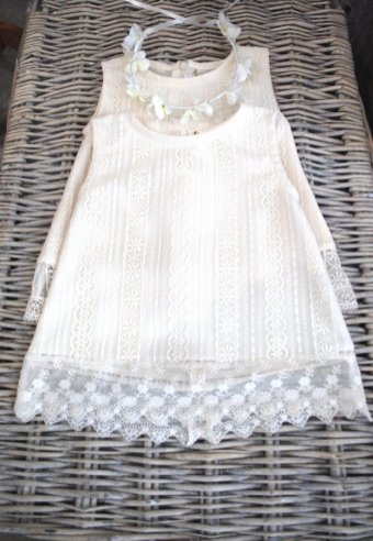 Robes petites filles en dentelles
