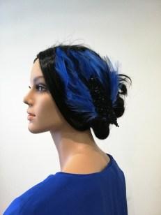 Coiffe en plume bleue