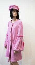 Manteau en tweed rose et gavroche