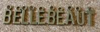Alphabet complet, une lettre de A à Z, 15x6mm environ, variable selon la lettre